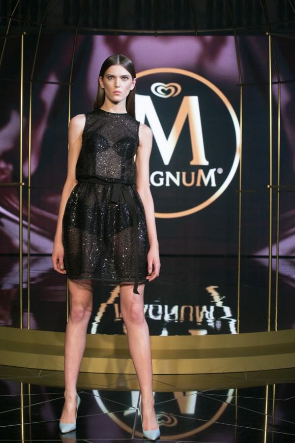 Marysia Stępień w pokazie Dawida Wolińskiego na imprezie Magnum